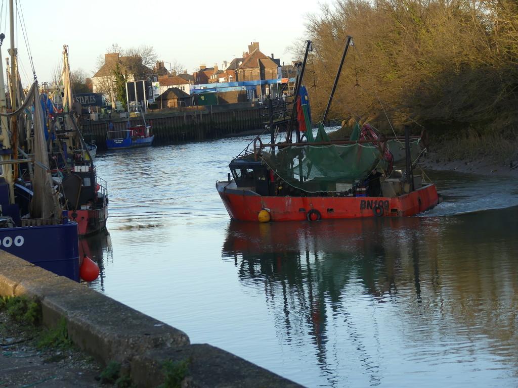 fishing boat by redbiro