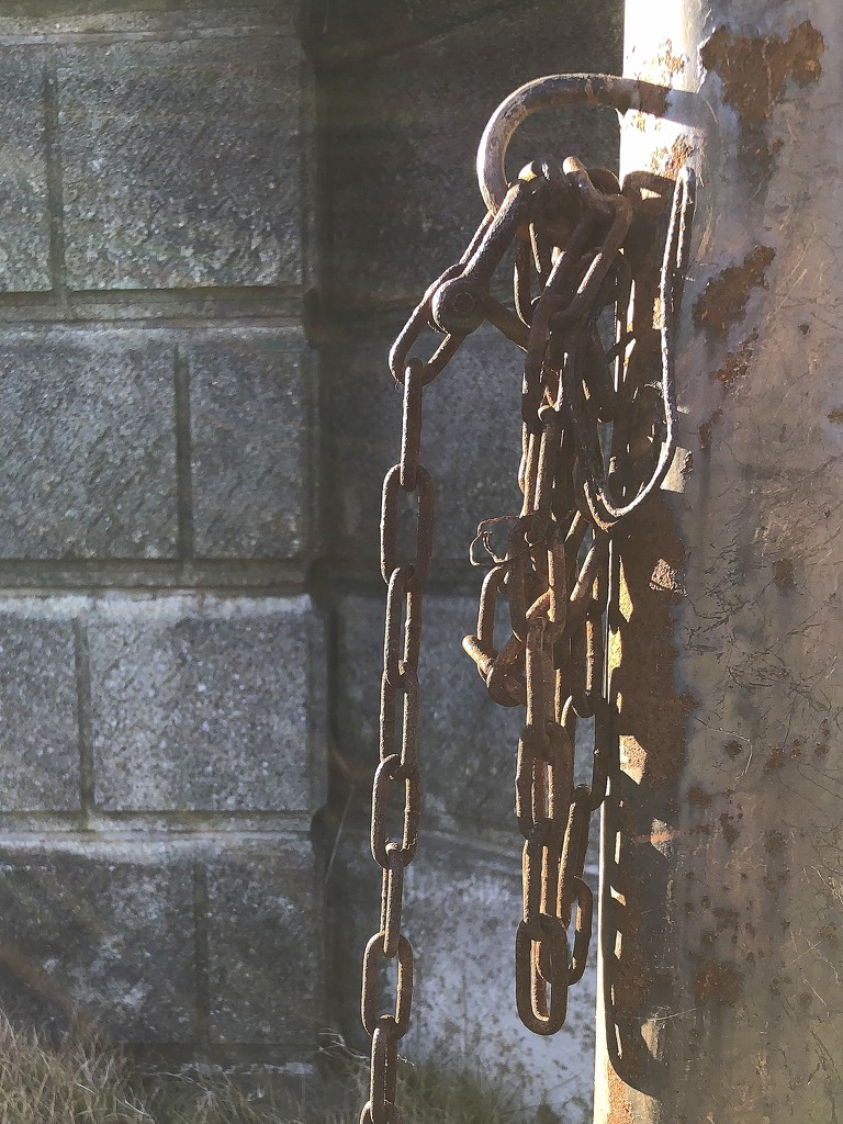 2021-01-13 Chain and Rust by cityhillsandsea