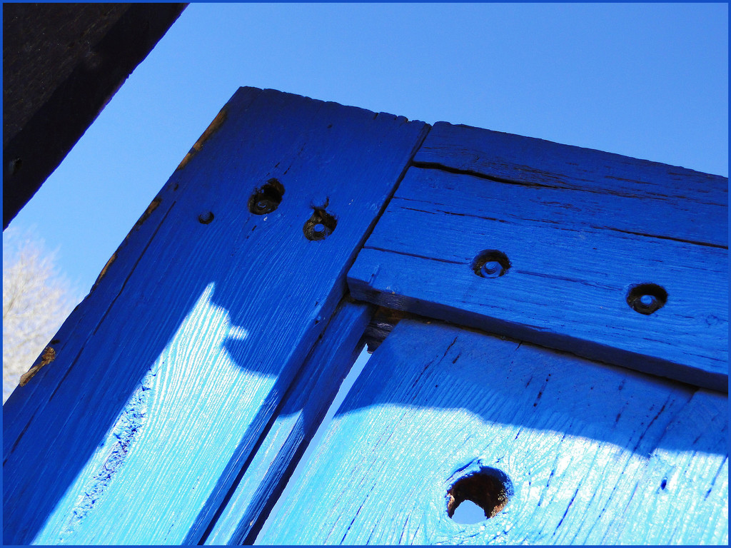 blue gate by aikimomm