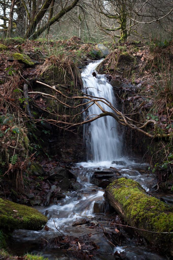 Water falling by overalvandaan