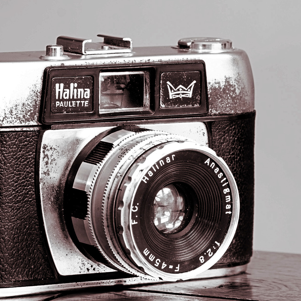 Dads old camera by bluefirebucket