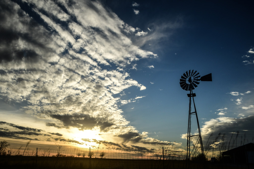 Windmill and Kansas Sunset by kareenking