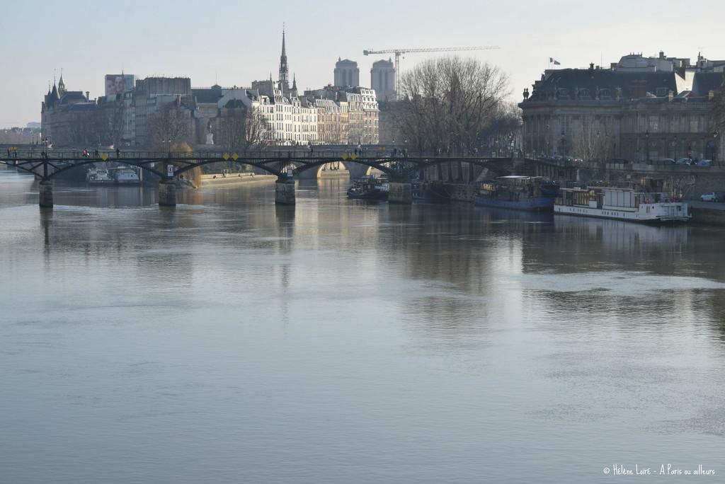 no traffic on the Seine by parisouailleurs