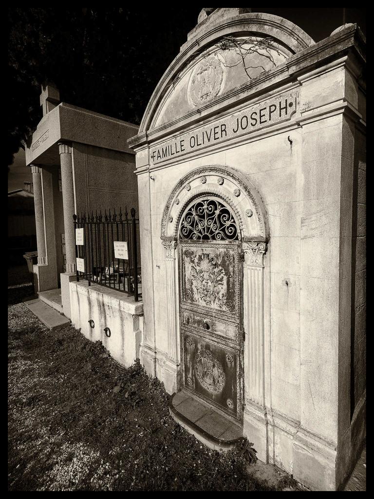 Le vieux cimetière du village de Collioure by laroque