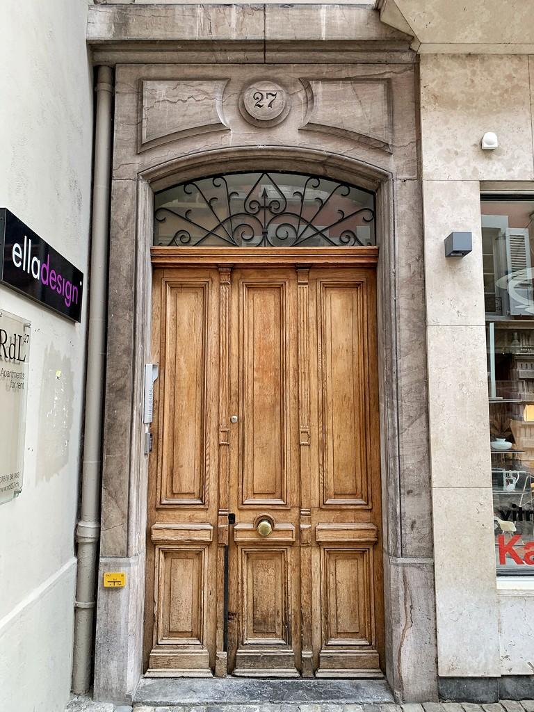 Heart above a door.  by cocobella