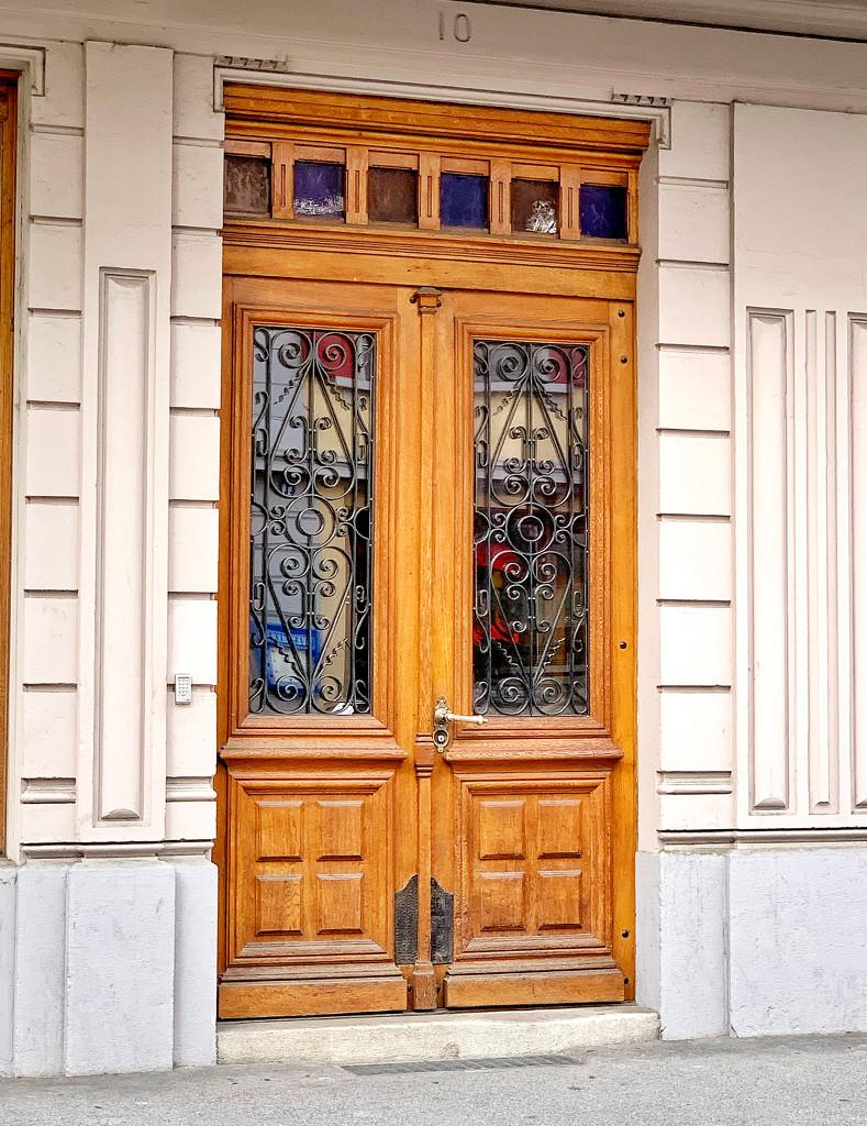 4 big hearts on a door.  by cocobella