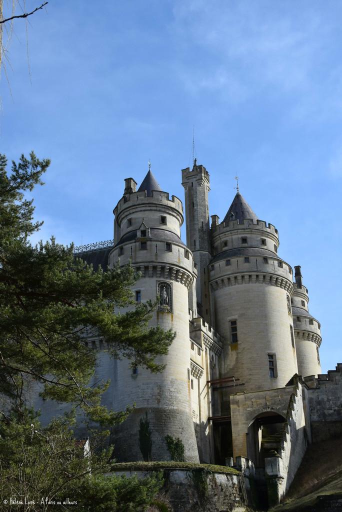 Chateau de Pierrefond  by parisouailleurs