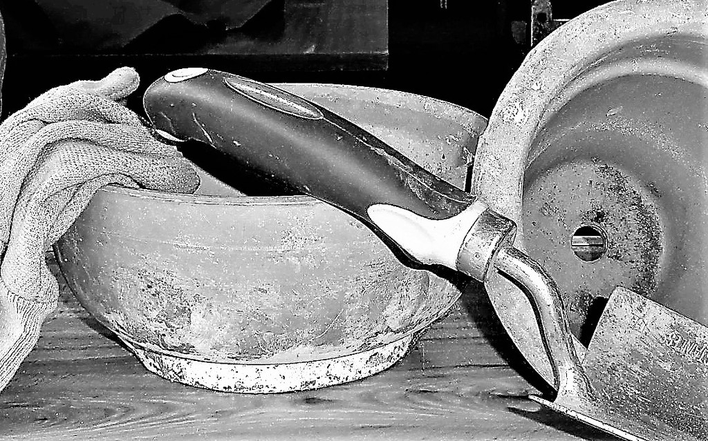 Pots and trowel  by beryl