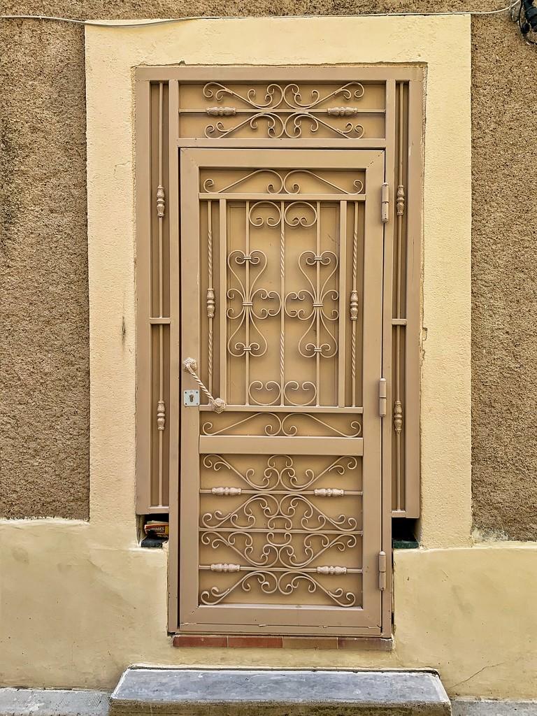 Heart on beige door.  by cocobella