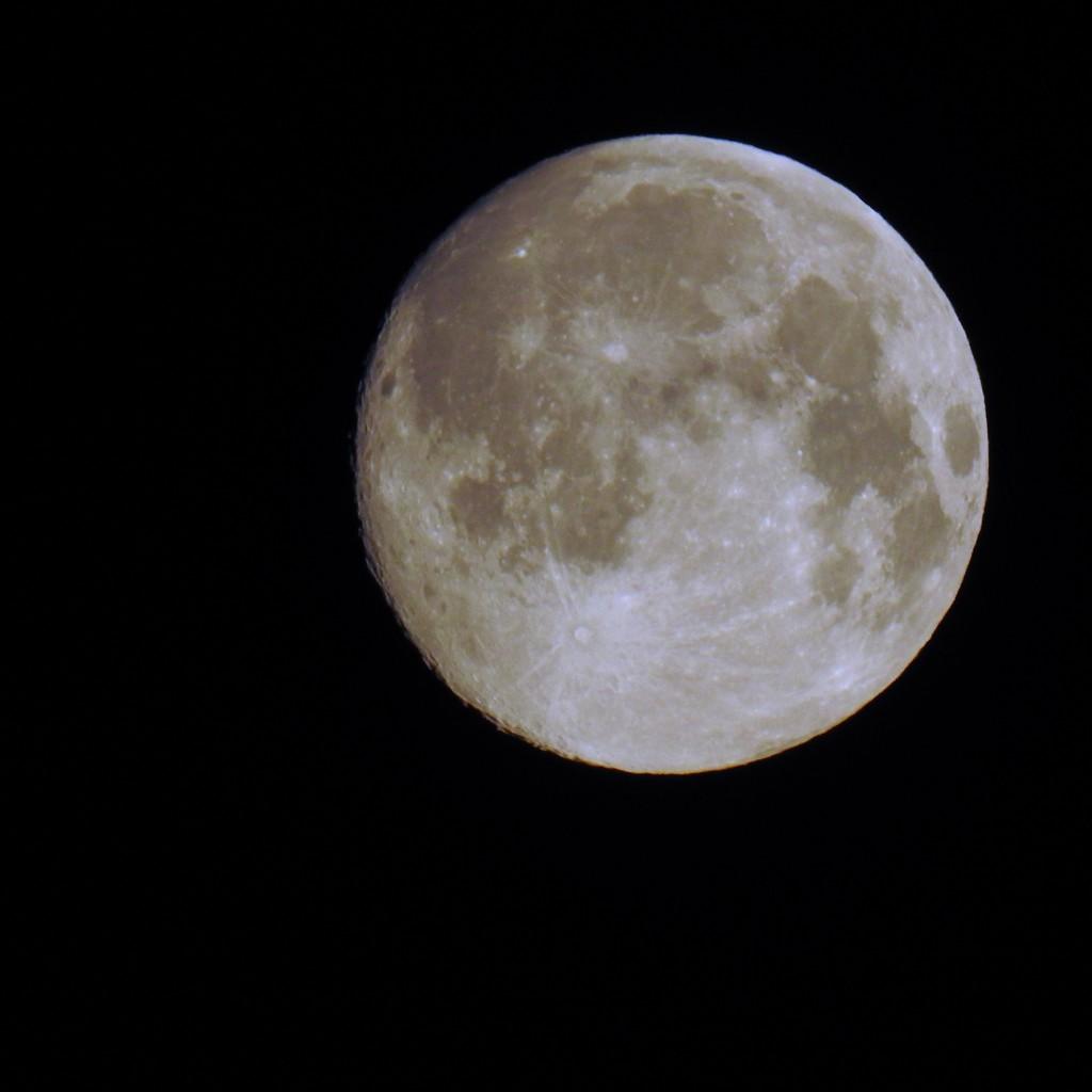 Full moon by mattjcuk