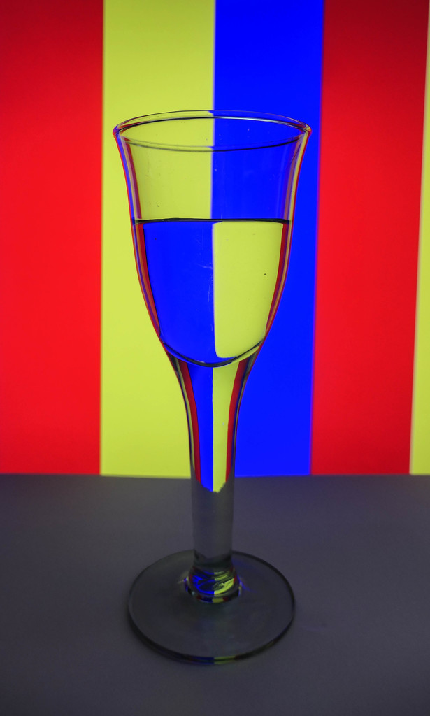 Primary colors refraction by stiggle