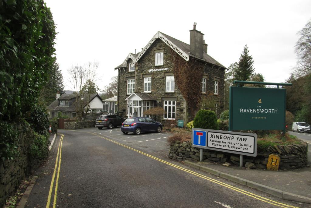 a helpful road in Windermere  by anniesue