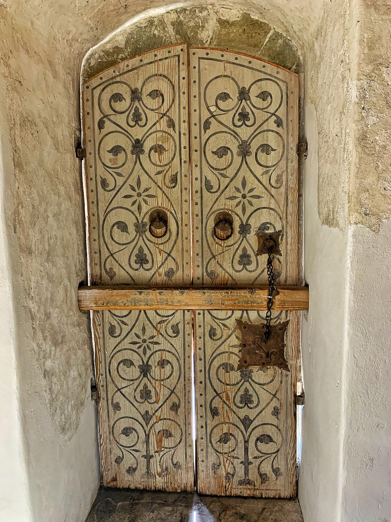 Hearts on white door.  by cocobella