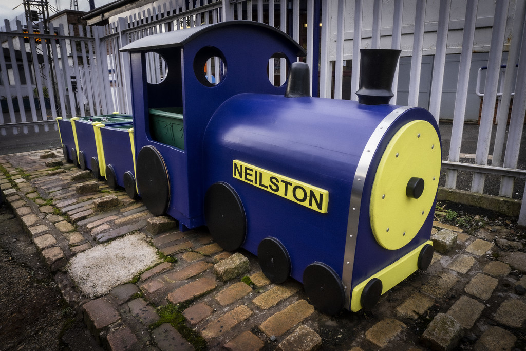 0227 Neilston Train by alicats
