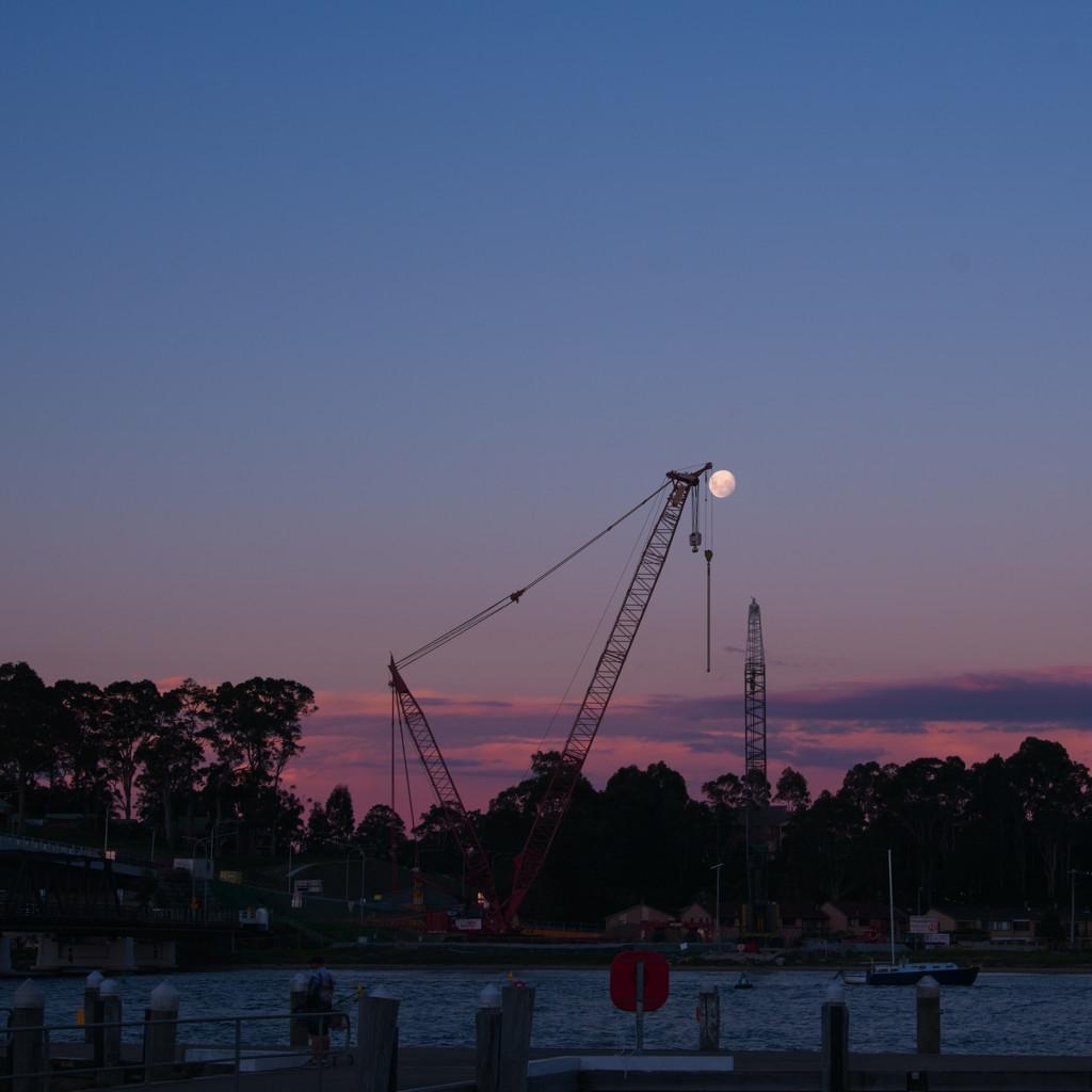 Moon and scaffolding by fr1da