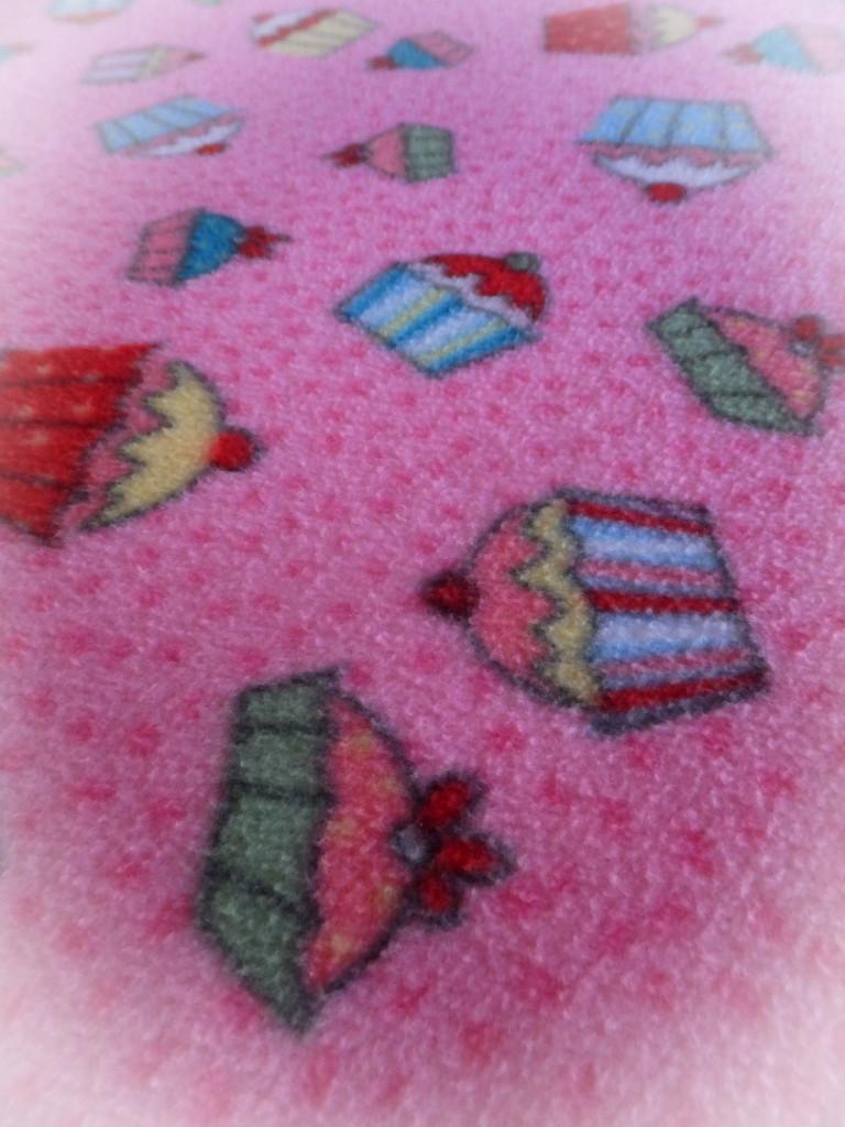 Pink Present by linnypinny