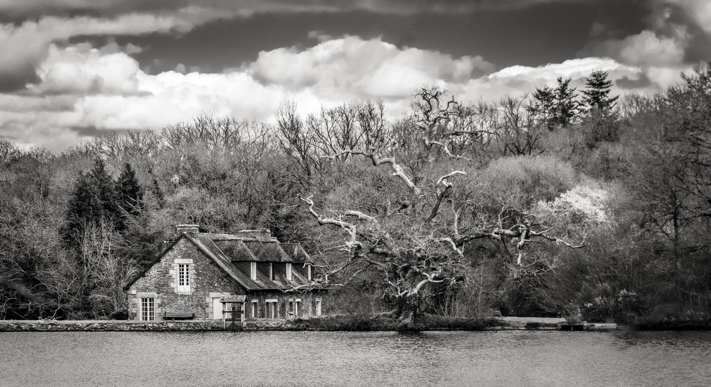The house on the lake at Comper... by vignouse