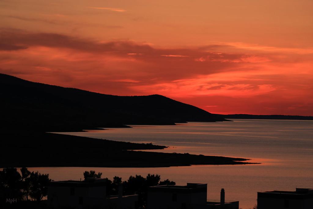 cold sunset by cherrymartina