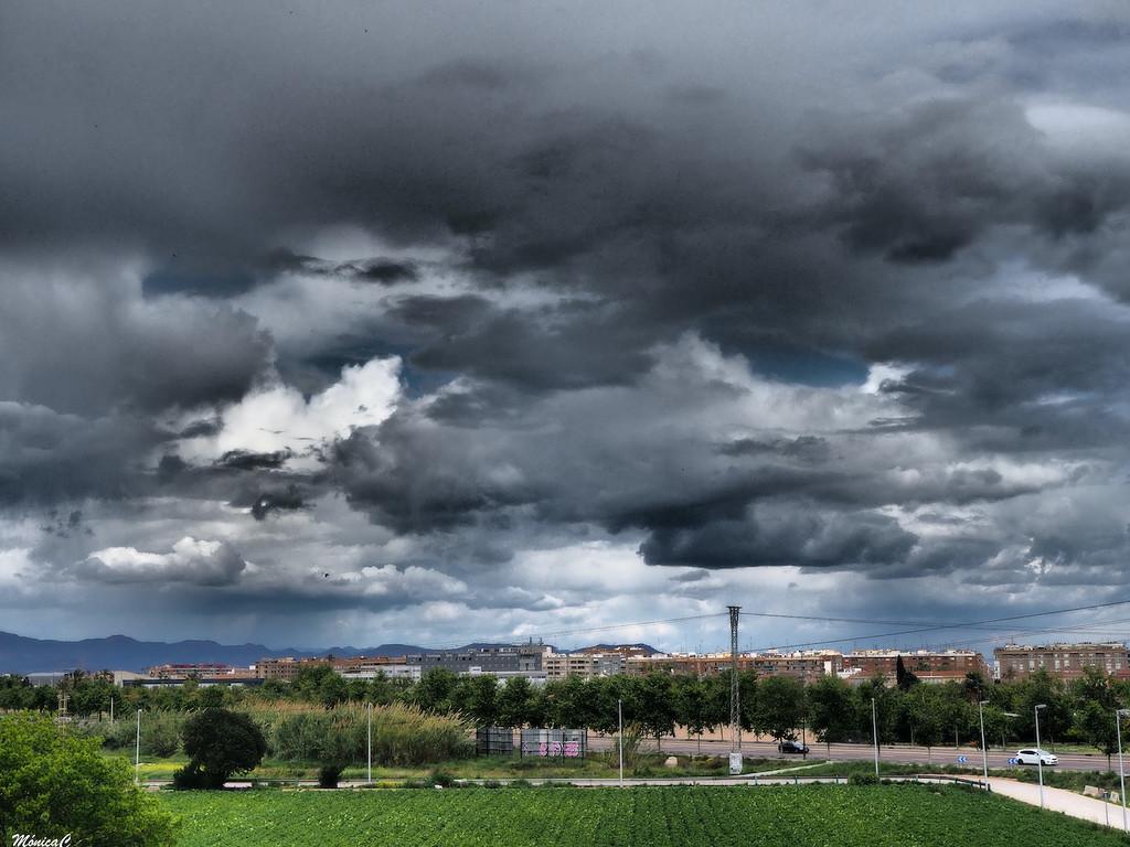 Stormy sky by monicac