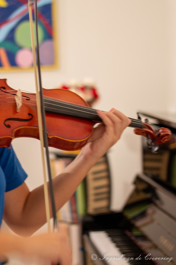 Praciticing violin by ingrid01