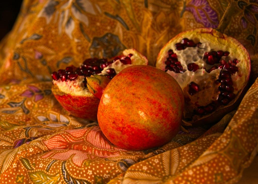 Pomegranates  by fr1da