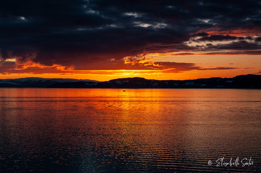 Sunset in Korsvika by elisasaeter