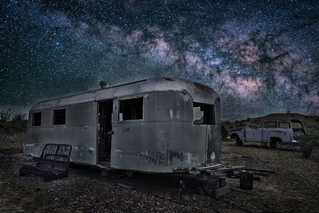 Abandoned: Under the Milky Way by kvphoto