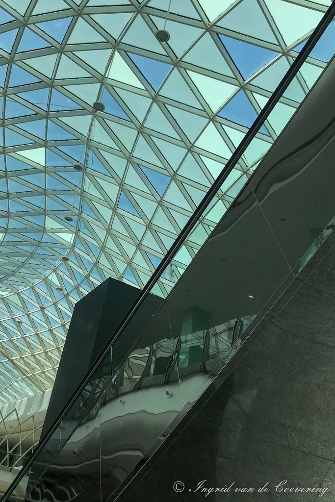 Half roof, half escalator by ingrid01