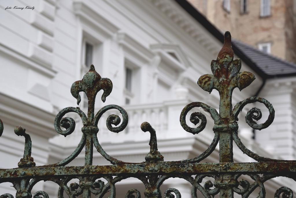 Fence awaiting renovation ....... by kork