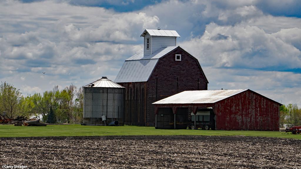 Farm country by larrysphotos