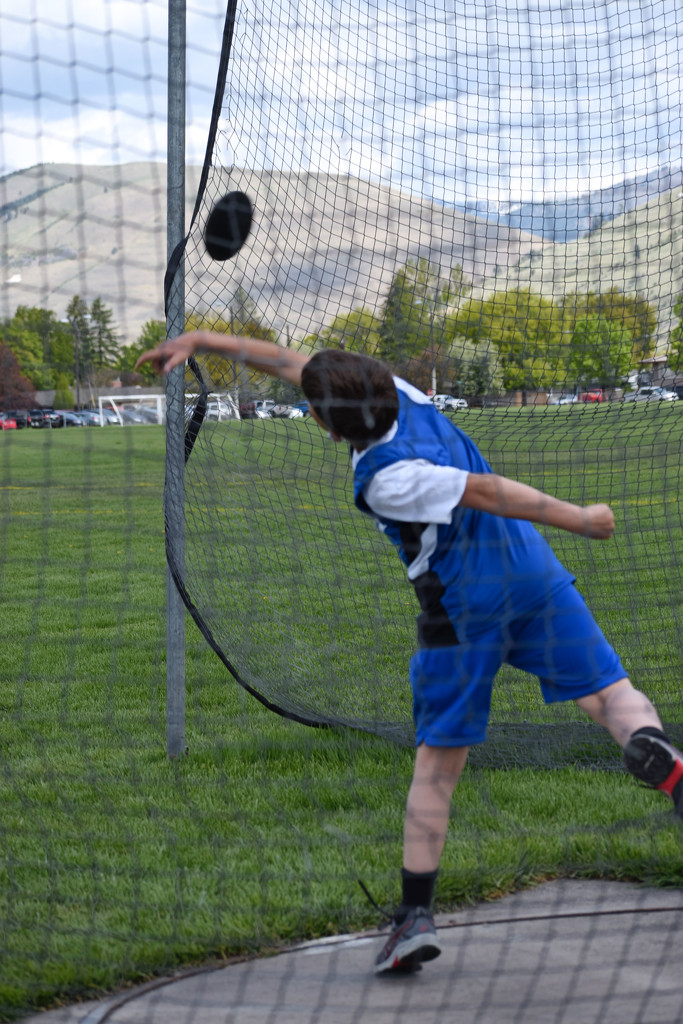 Throwing the Discus by bjywamer