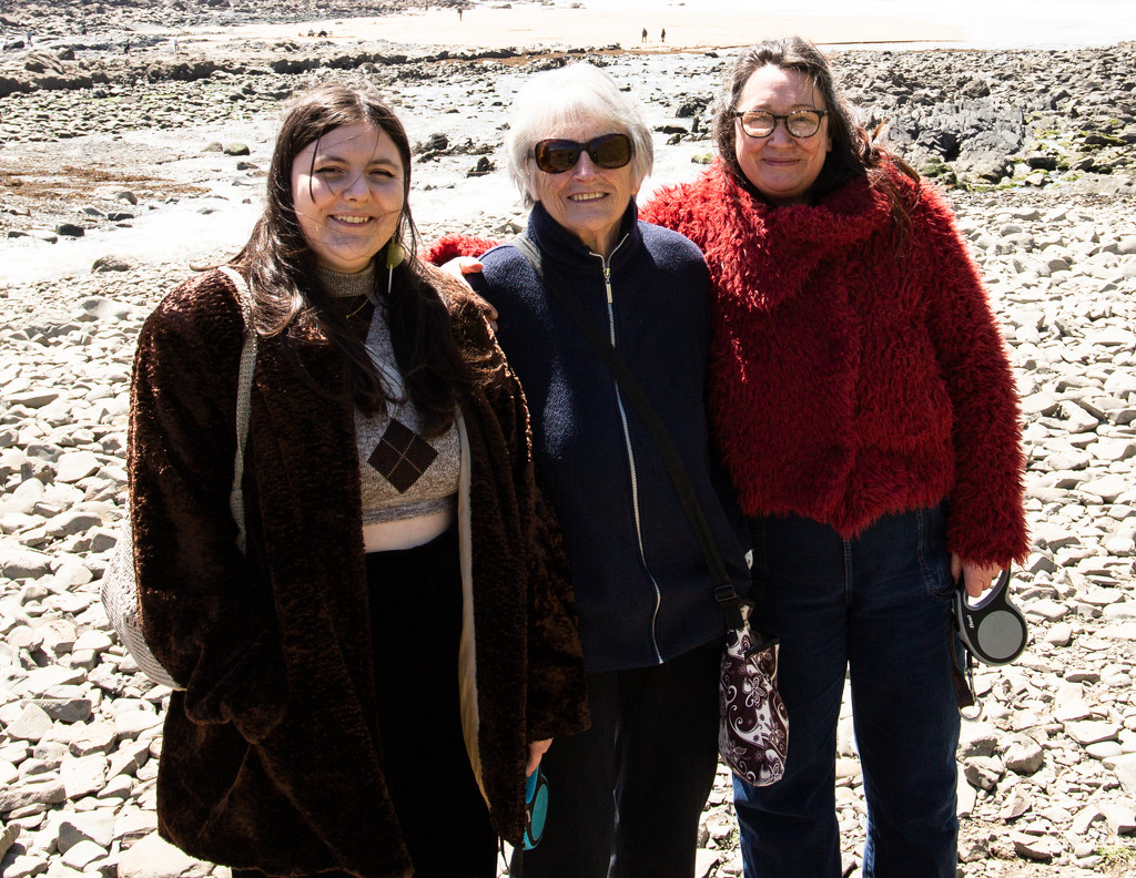 Extras - Mia, Barbara and Ruth by pamknowler