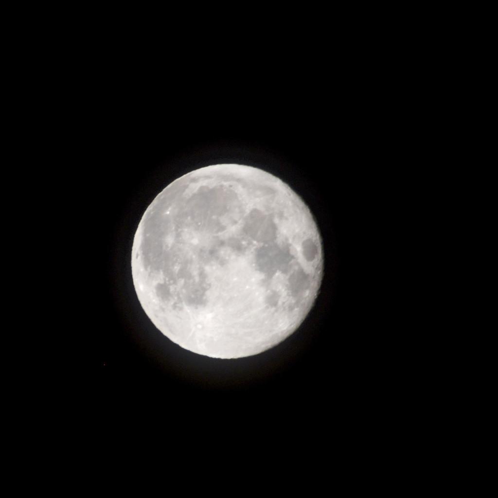 3:30 a.m. Super Moon by bjywamer