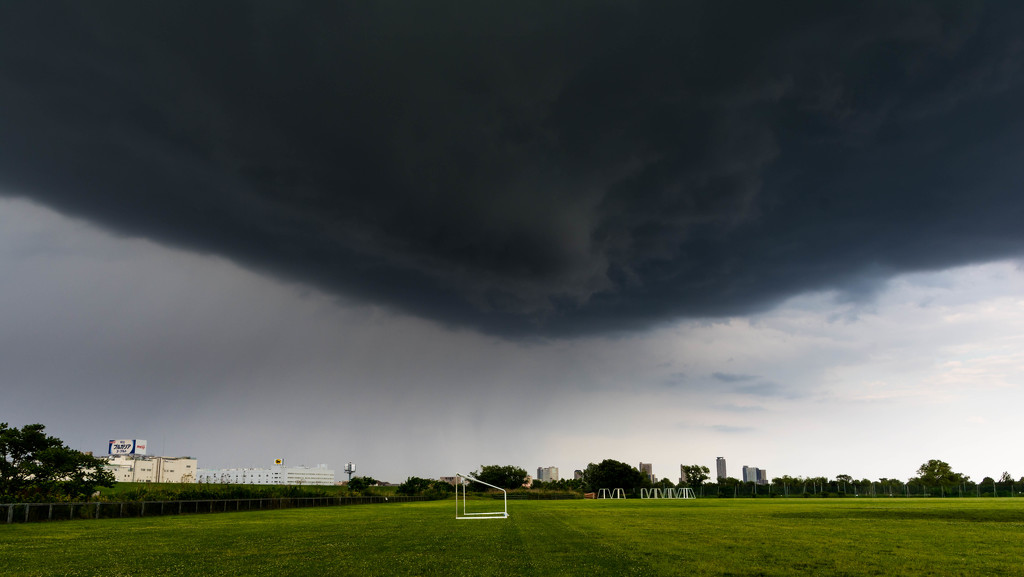 Storm clouds over the Arakawa by tokyobogue
