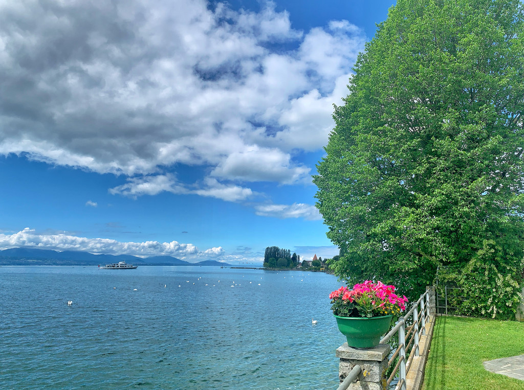 Nice day by the lake.  by cocobella