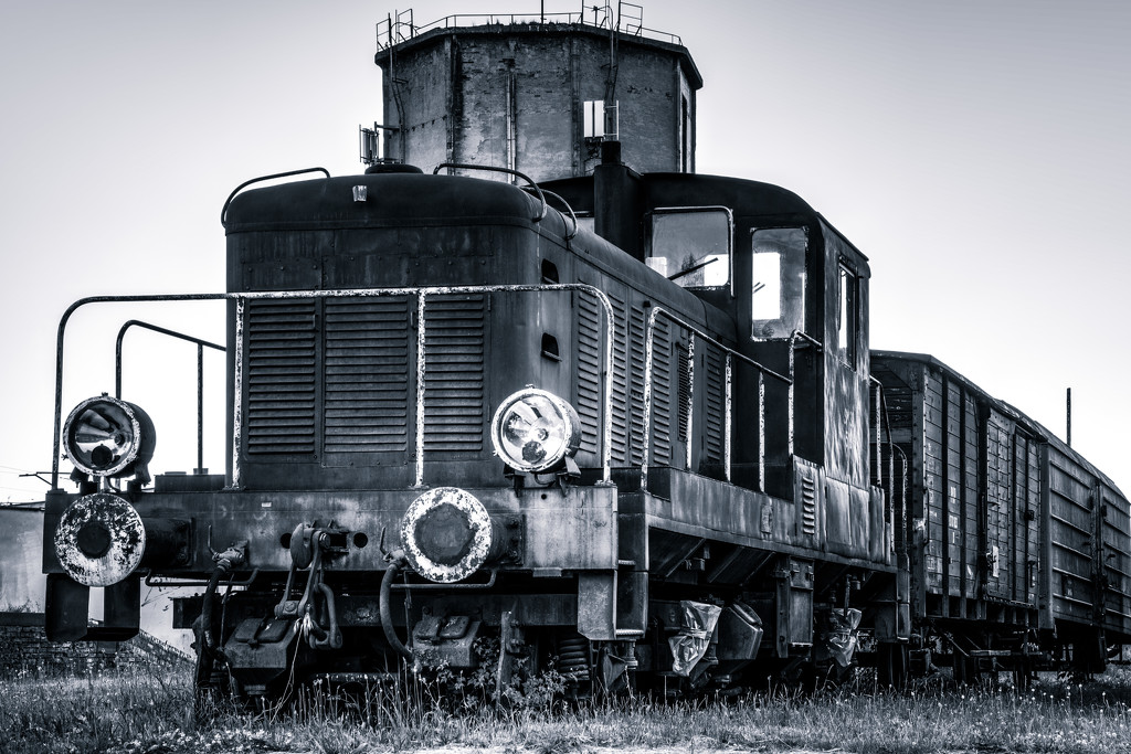 An old train by j_kamil
