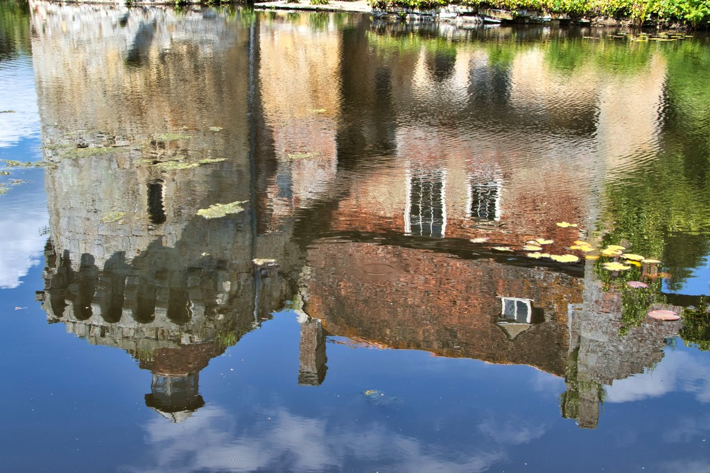 Scotney Reflections by gaf005