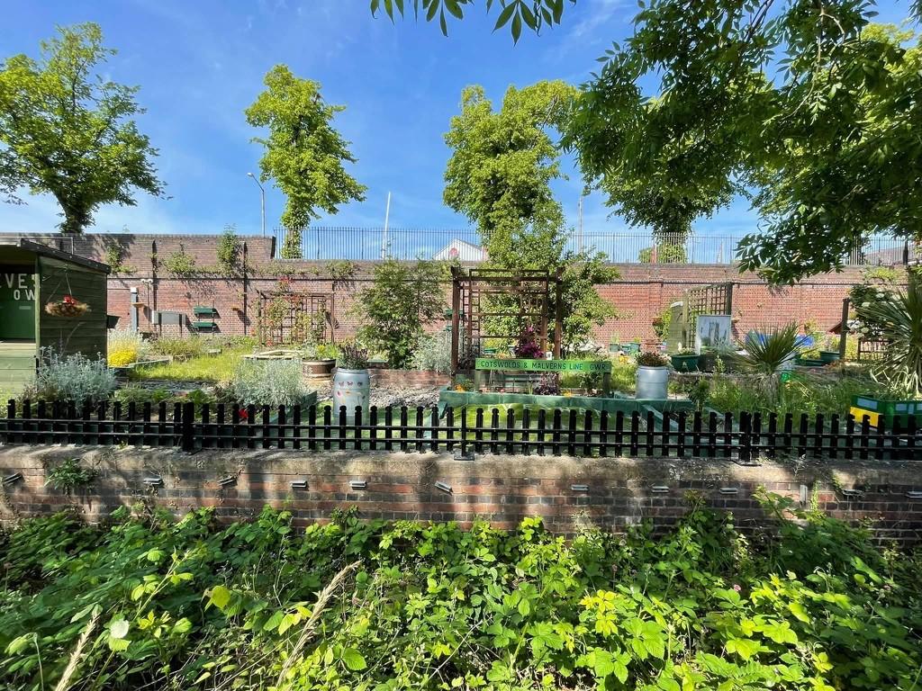 Evesham Railway Station by photopedlar