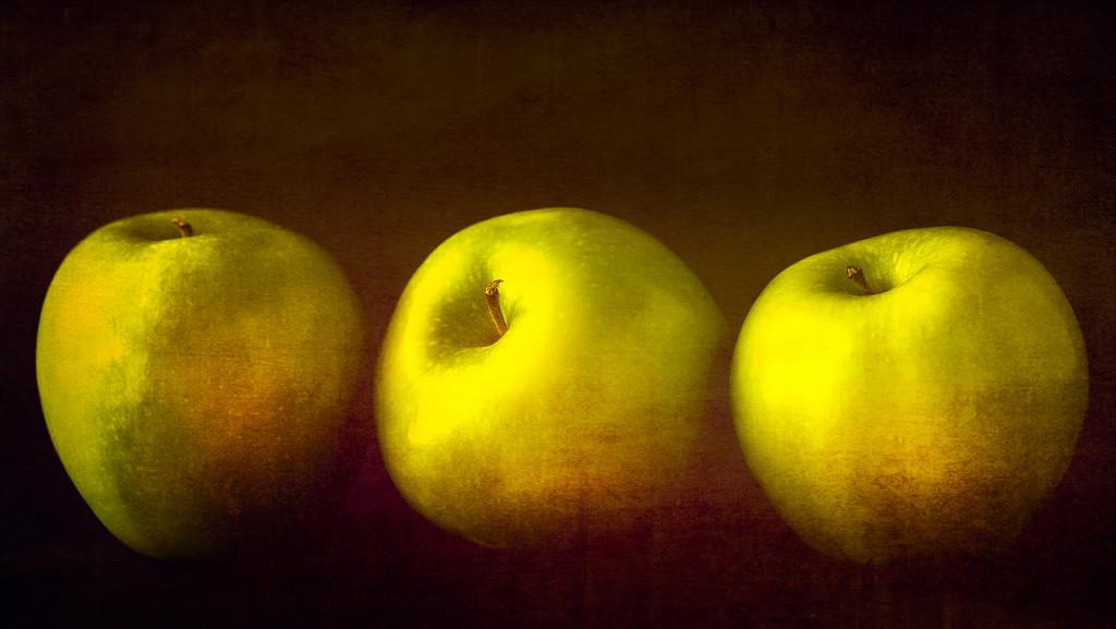 three apples by jernst1779