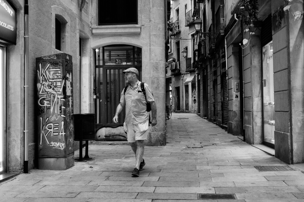 Narrow Street by jborrases