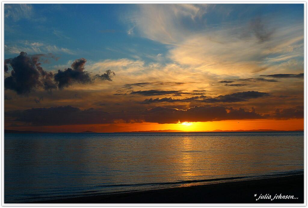 Sunset Tapu style.. by julzmaioro