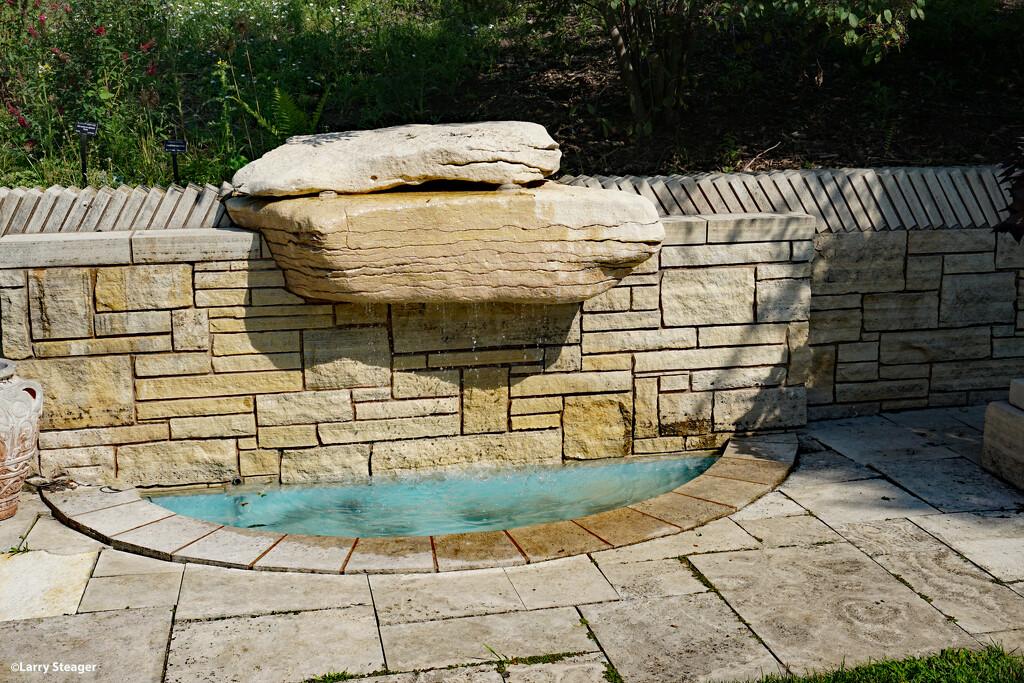 Fountain by larrysphotos