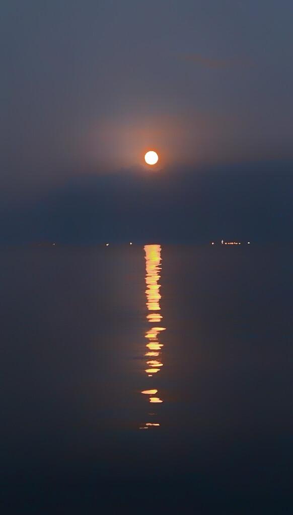 Moon on the lake Geneva.  by cocobella