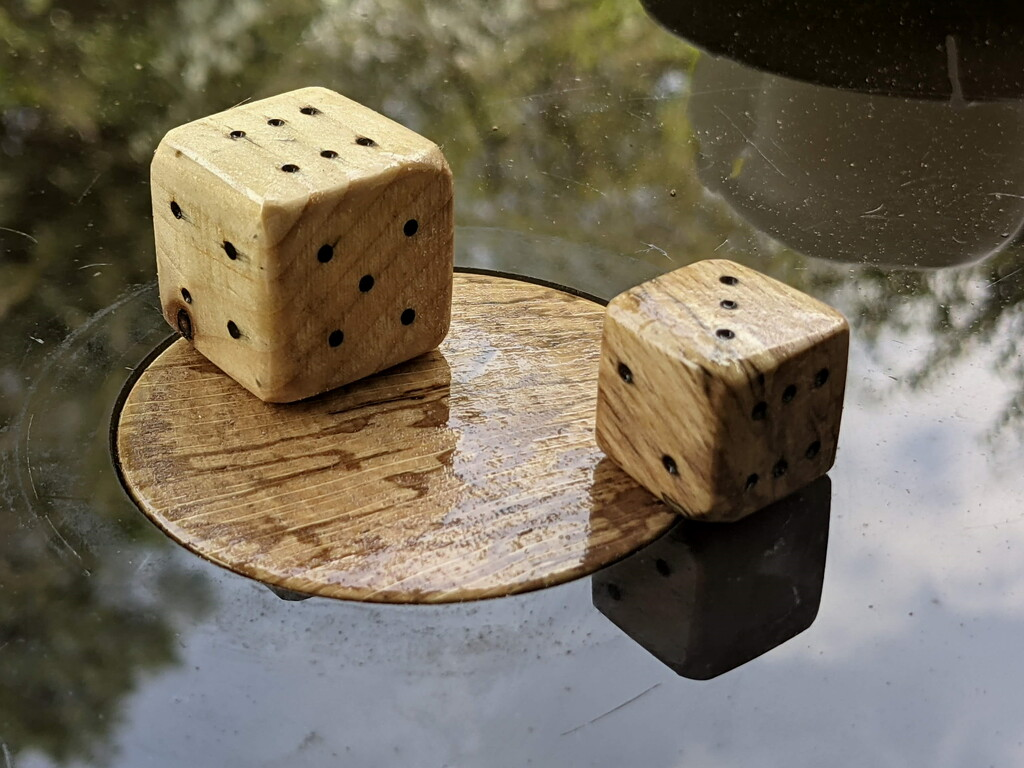 Games Table Plug and Dice by bulldog