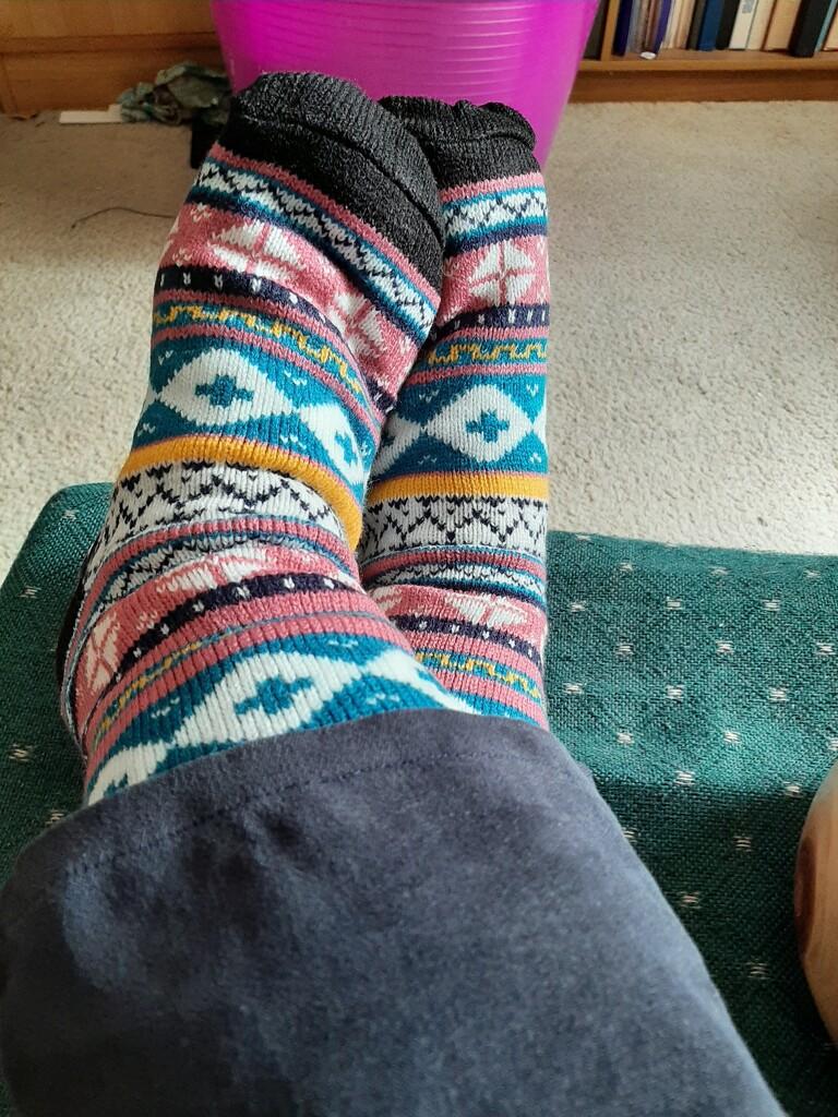Toasty Feet  by mozette