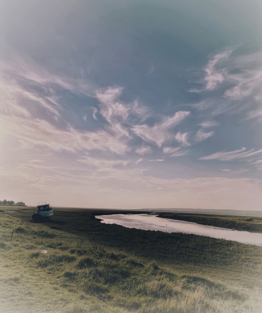 Wispy clouds over the Loughor Estuary at Pen-clawdd  by tinley23