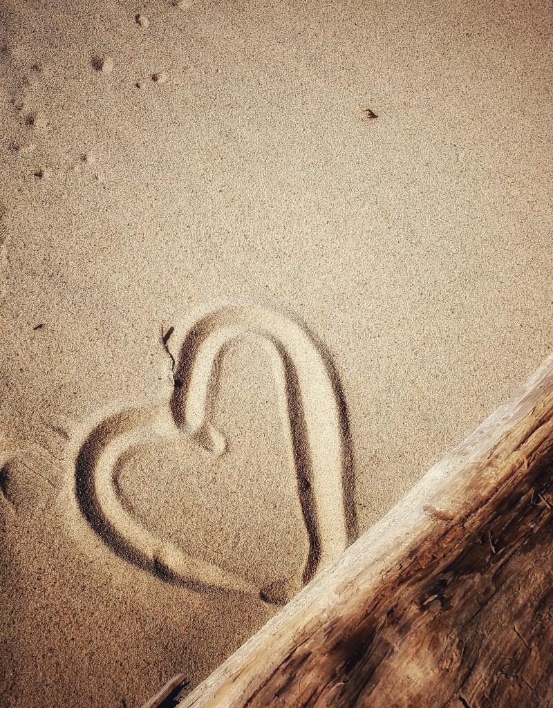 sand heart by edorreandresen
