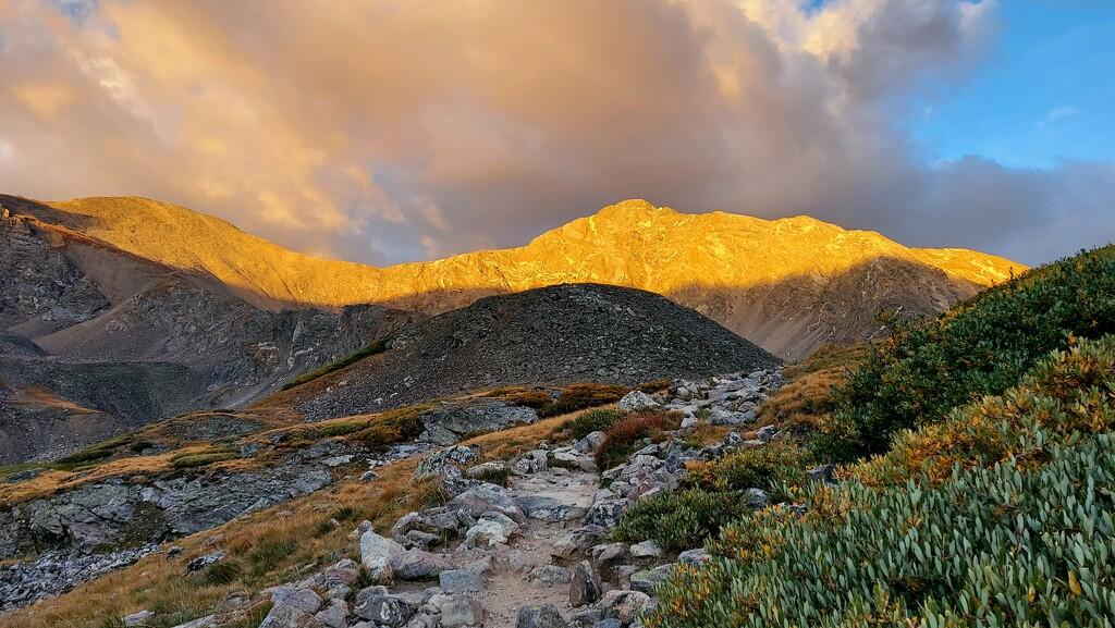 Sunrise on the Peaks by harbie