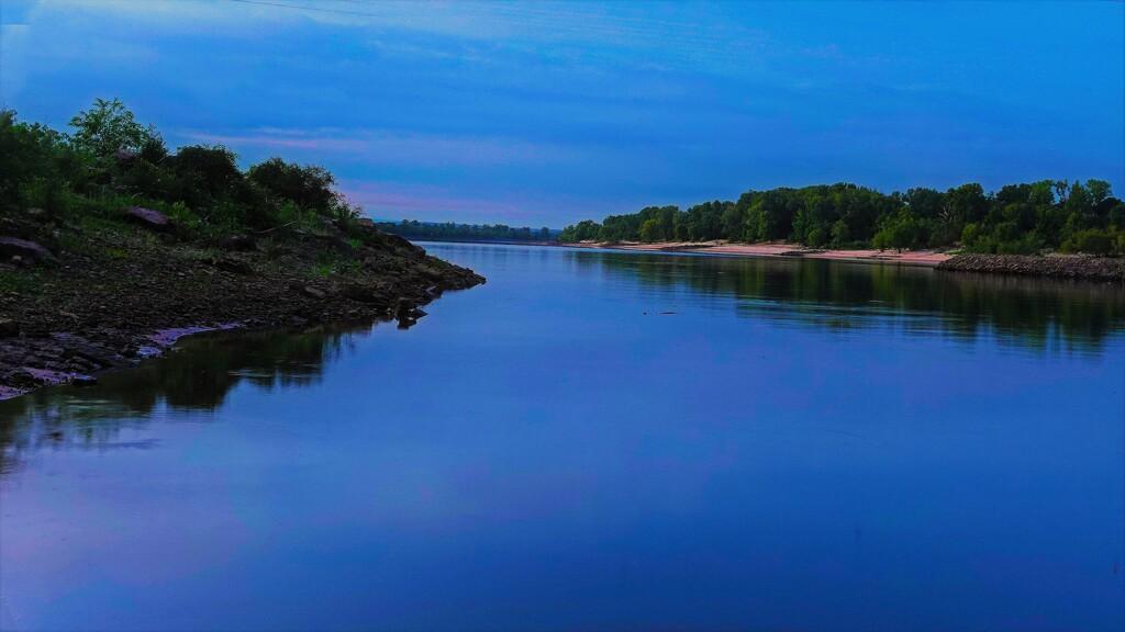 Daybreak on the Arkansas by milaniet