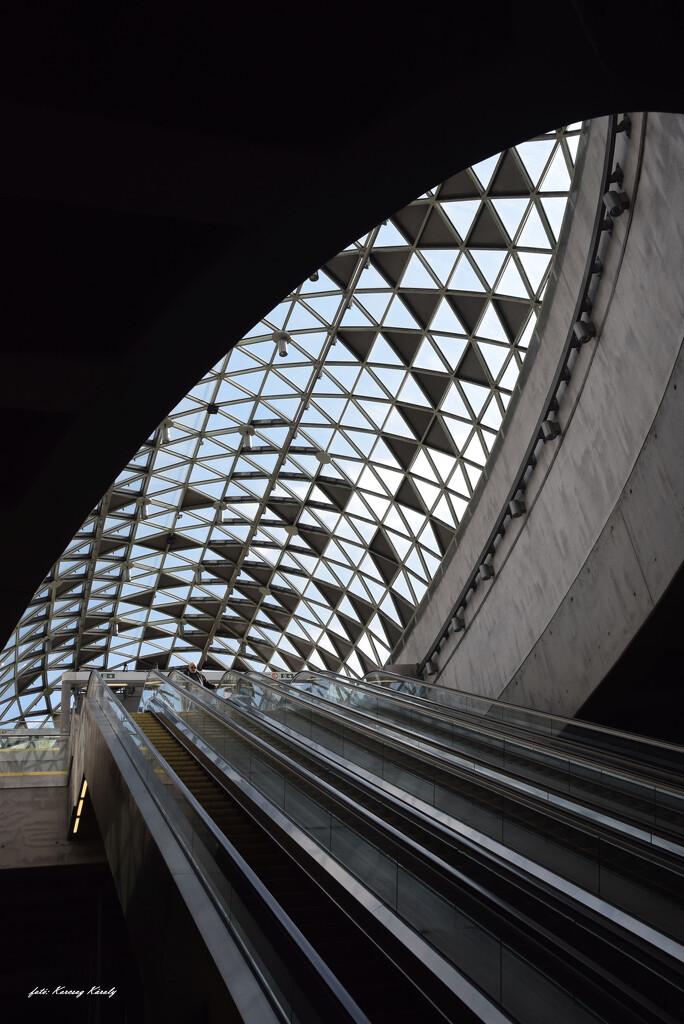 Metro station by kork